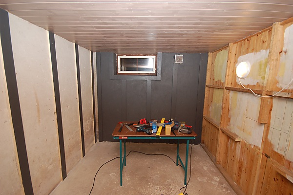 "Project ""C8"" - building Norways smallest(?) home cinema-03_maling_01.jpg"
