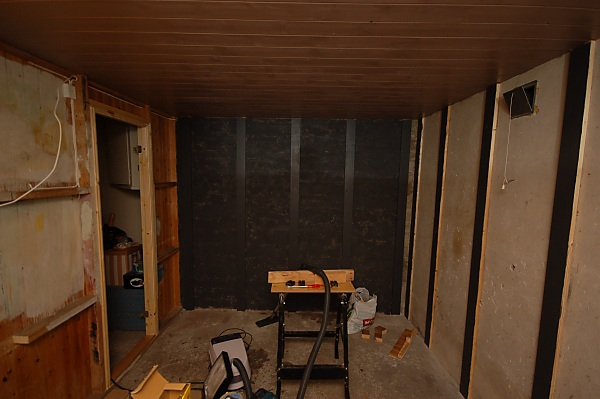 "Project ""C8"" - building Norways smallest(?) home cinema-03_maling_02.jpg"