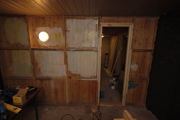 "Project ""C8"" - building Norways smallest(?) home cinema-03_maling_03.jpg"