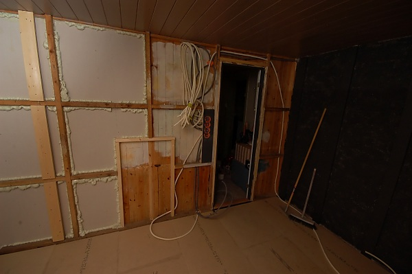 "Project ""C8"" - building Norways smallest(?) home cinema-07_firstelectrician_01.jpg"