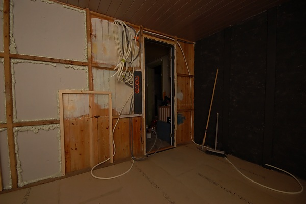 "Project ""C8"" - building Norways smallest(?) home cinema-07_firstelectrician_02.jpg"