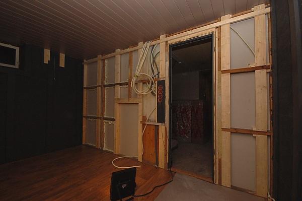 "Project ""C8"" - building Norways smallest(?) home cinema-09_morewoodwork_01.jpg"