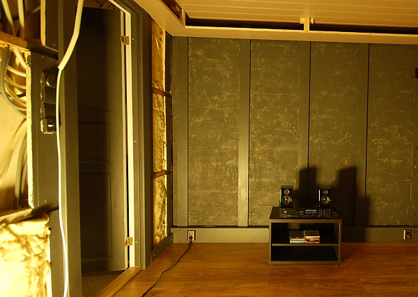 """Project """"C8"""" - building Norways smallest(?) home cinema-13_powered_overview_04.jpg"""