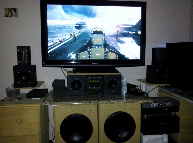 3 Projector PC Gaming Setup-20120515_173504-640x473-.jpg