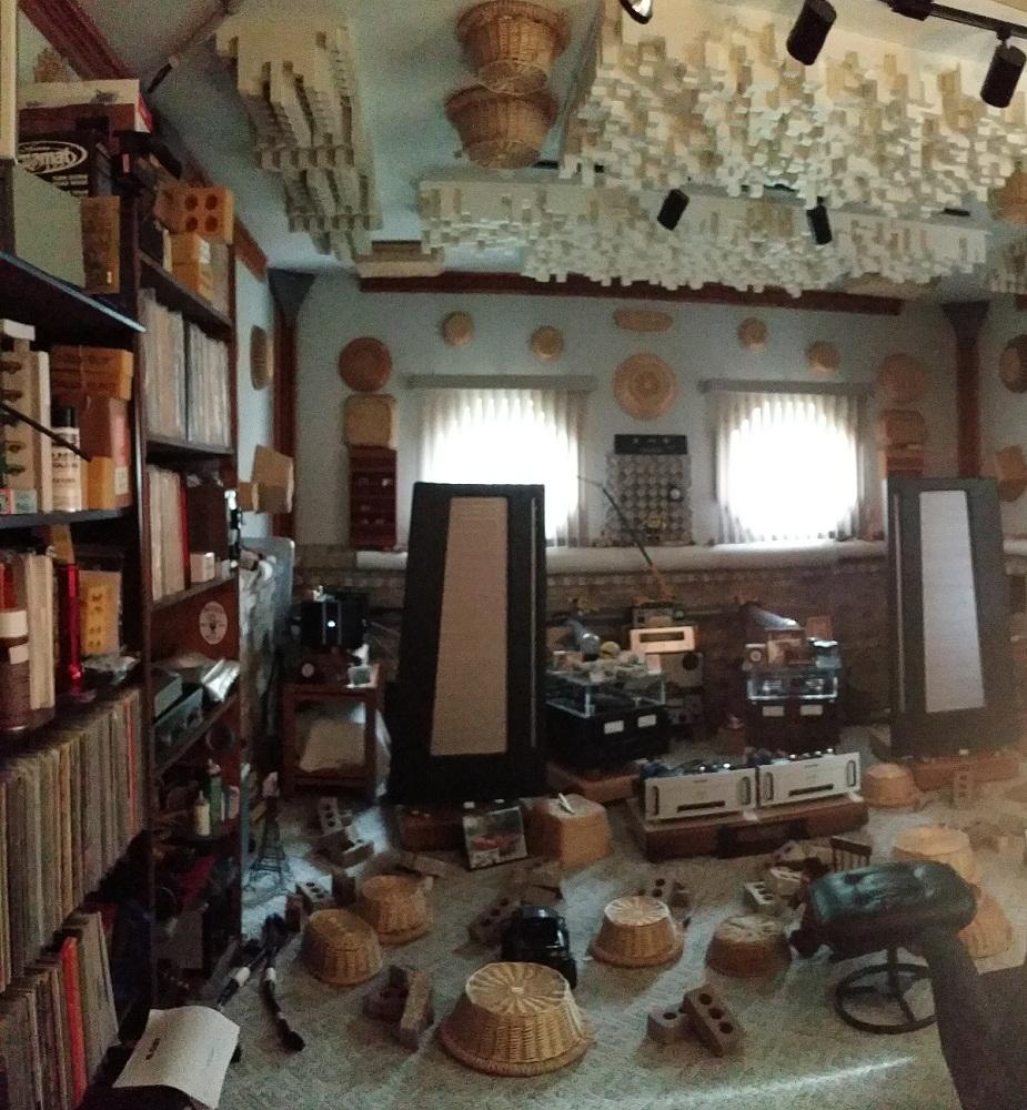 My uncles dedicated stereo room-20150615_175107.jpg