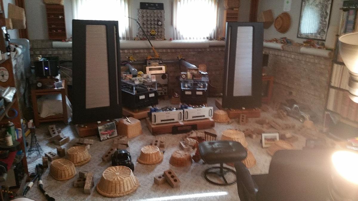 My uncles dedicated stereo room-20150615_175116.jpg