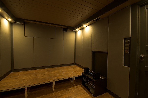 "Project ""C8"" - building Norways smallest(?) home cinema-23_ceilingboxesdone_01.jpg"