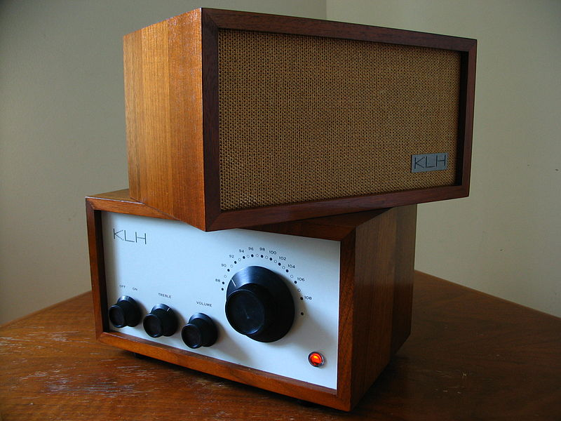 I have a few questions about a build idea :D-800px-klh_model_eight_radio_-_8-16-07.jpg