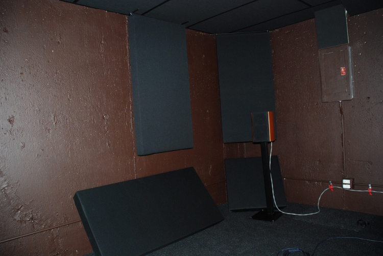 Mostly Frameless Bass Traps-bass_traps_mounted.jpg