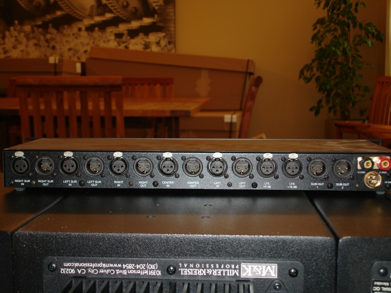M&K MPS2510P Complete 5.1 Channel Powered System-bassmback.jpg