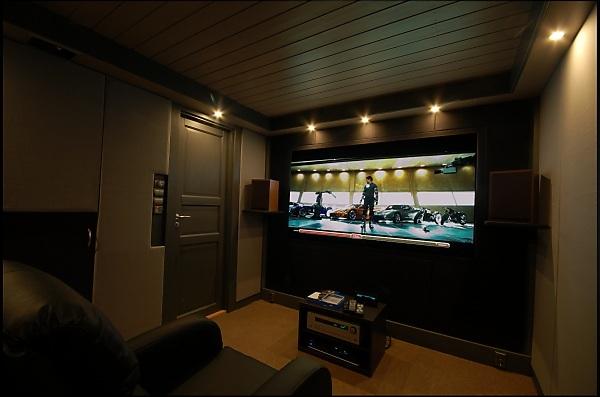 "Project ""C8"" - building Norways smallest(?) home cinema-c8_withscreenshot_websize.jpg"