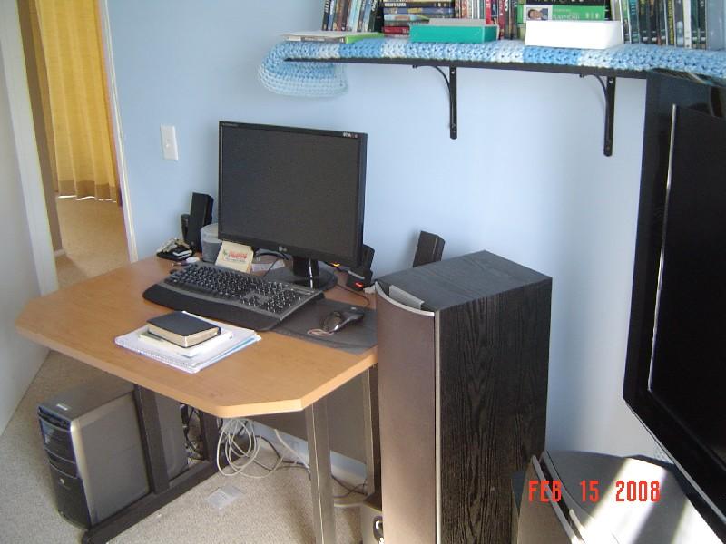 A Poor College Student's Modest Bedroom HT Setup-computer.jpg