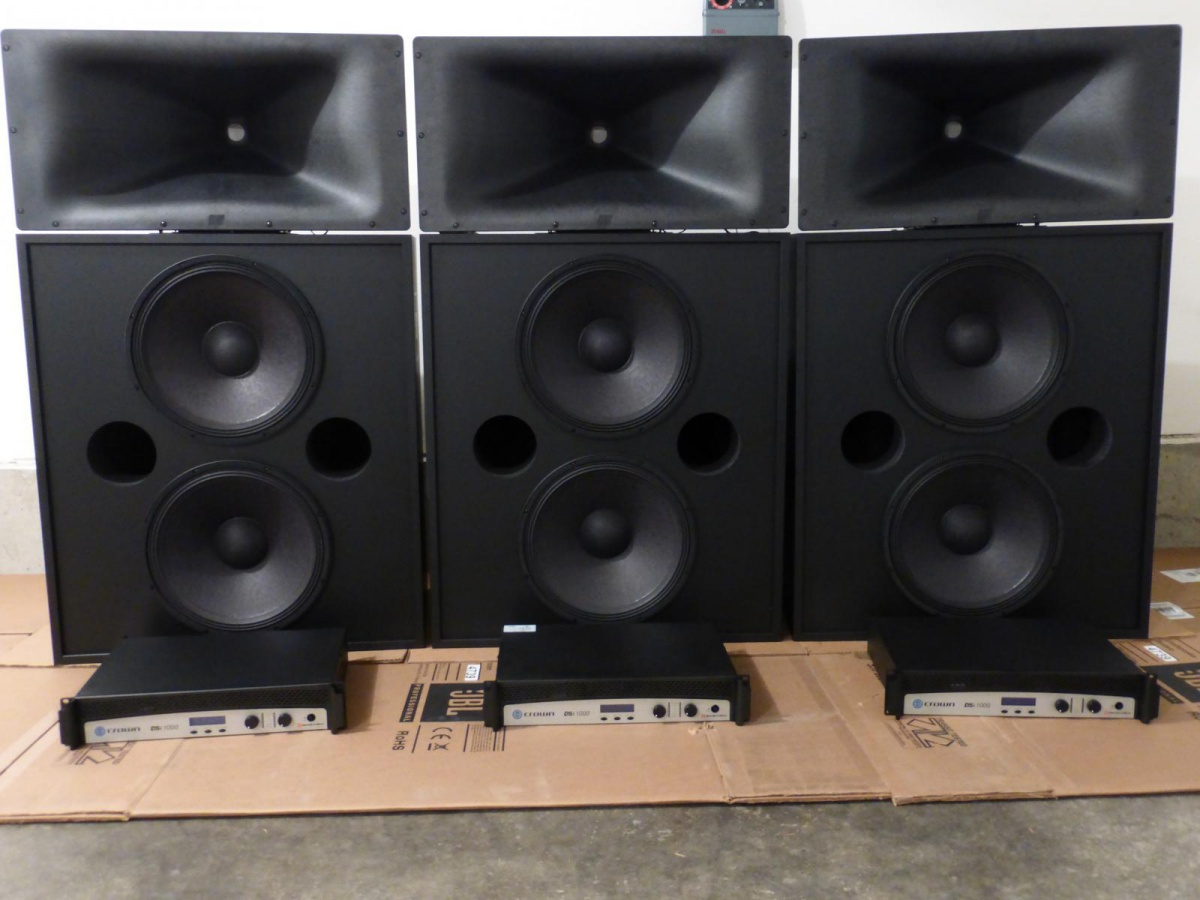 Crown DSi 1000 Amplifier x3-crwons.jpg