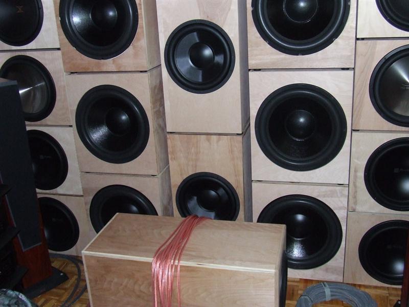 My modest DIY sub...modest in a 700cu ft room !-ear.jpg