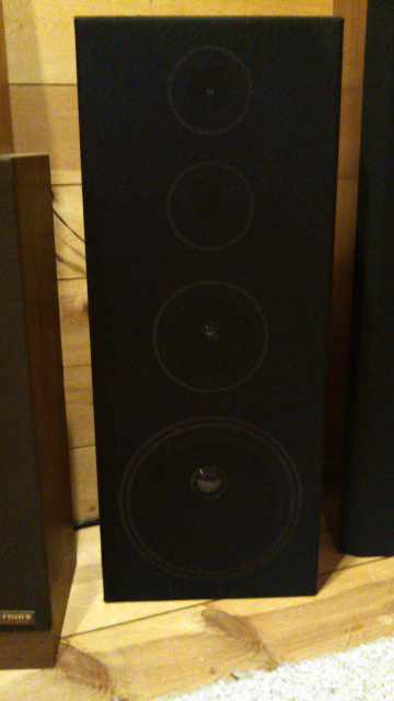 help what brand are these speakers?!-forumrunner_20140414_131108.png