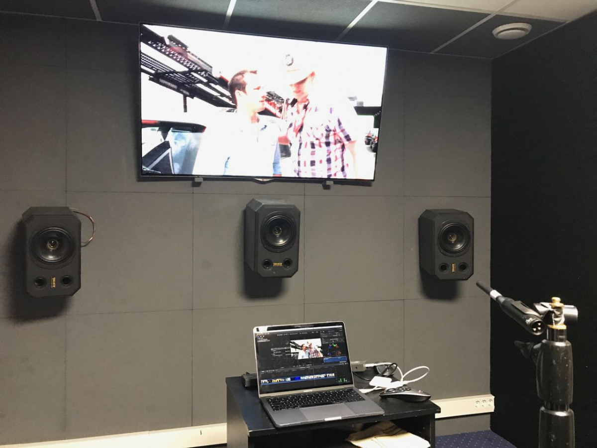 editing room treatment - big low end dips?-img_1524.jpg