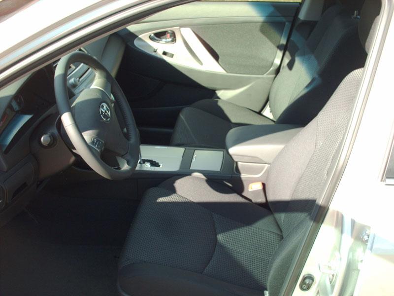 2008 Toyota Camry SE V6-interior1.jpg
