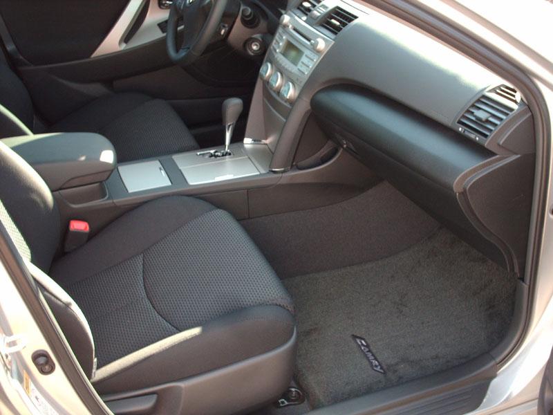 2008 Toyota Camry SE V6-interior4.jpg