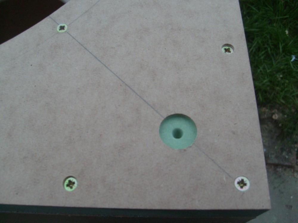 2 AV15-X, 115L sealed subs-magnet-reccess.jpg