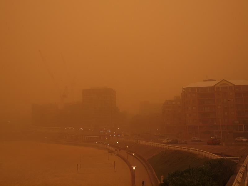 More strange weather-newcastle-beach-duststorm.jpg