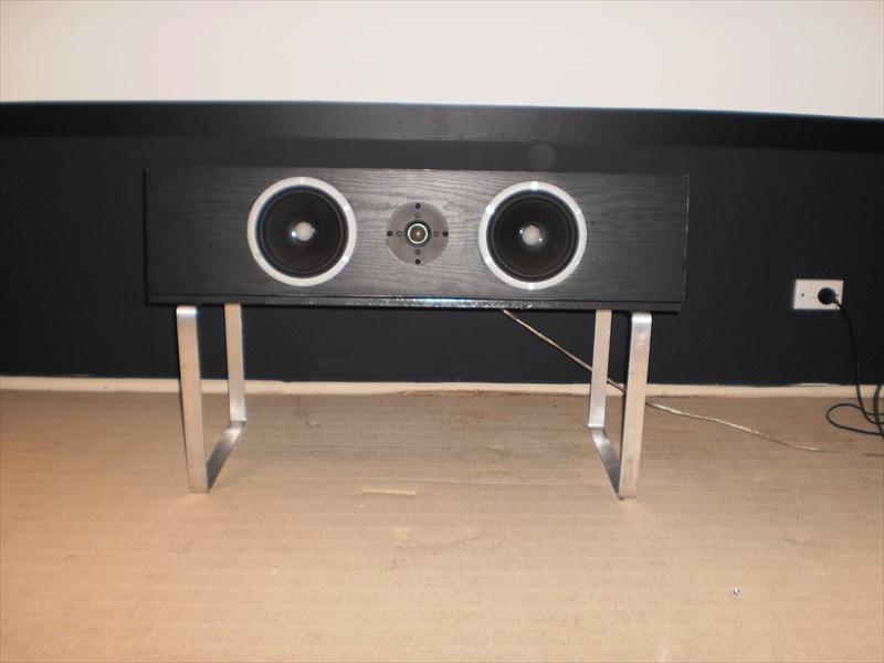 Ultimate Centre Speaker Stand-p5220031r.jpg