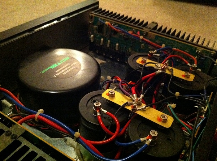 Rotel RB-890 Amp's Oil-Filled Caps-photo-5-.jpg