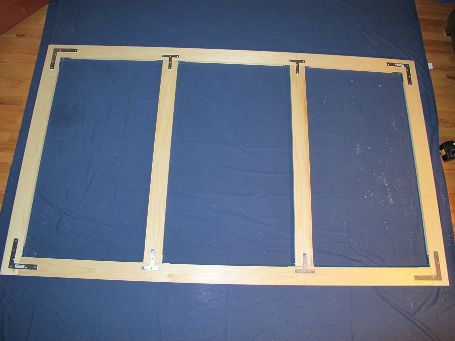 DIY Screen Advice - Light walls/ceiling, no windows-projection_screen1.jpg
