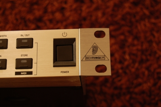 Behringer BFD 1124P  + hipping-right.jpg