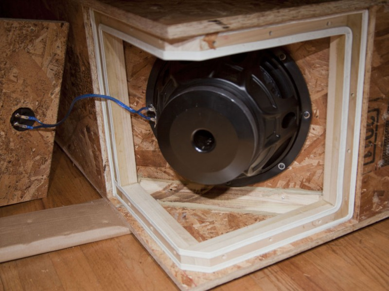 TRIO12 HORN Attic Sub Build-small_img_2823.jpg