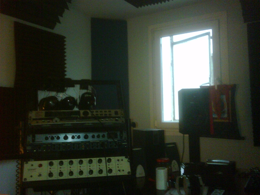 Help with bass traping-studio-left.jpg
