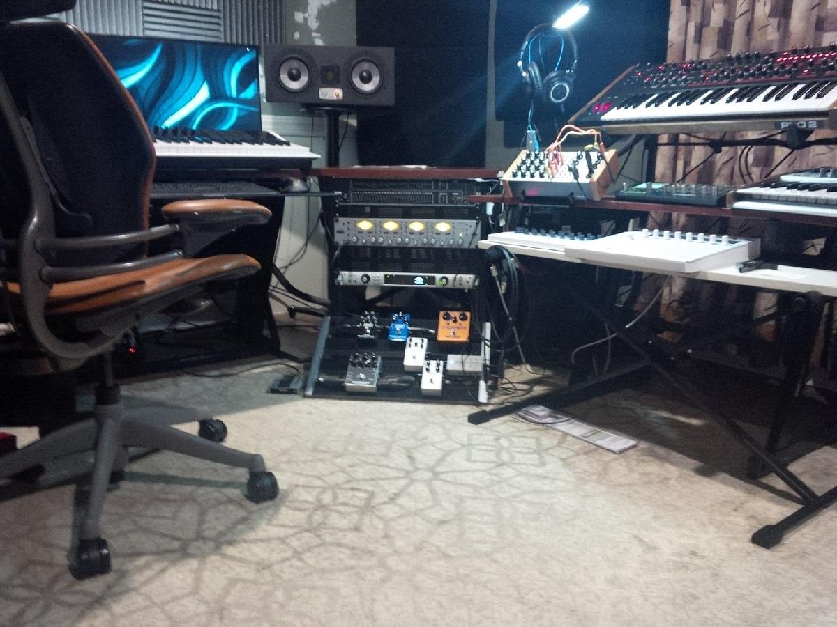 Studio Equipment Behind Mix Spot-studio-synth-rack.jpg