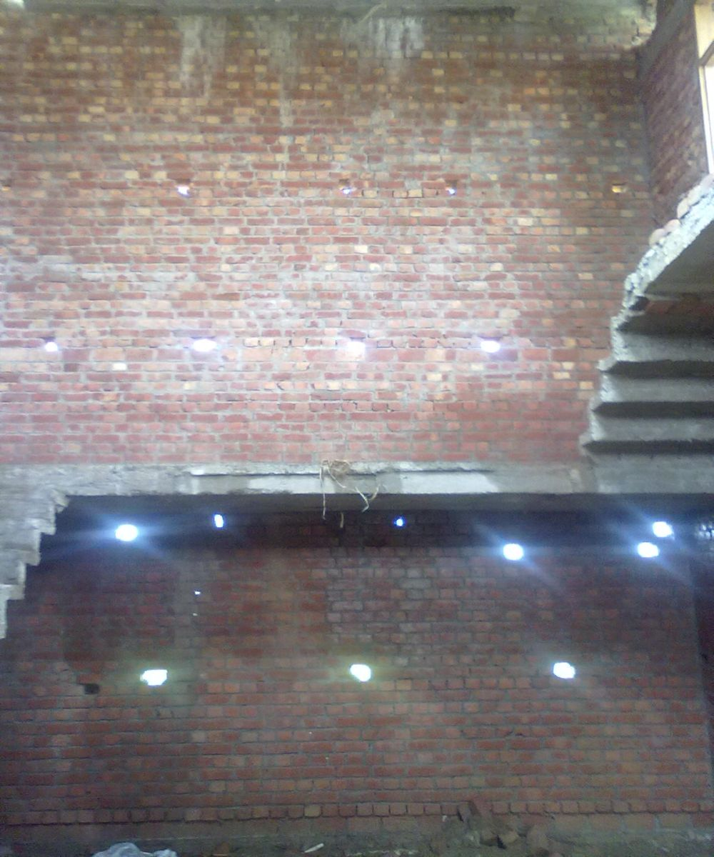 help my new construction ht setup-upper-plus-lower-lobby-plain-wall.jpg